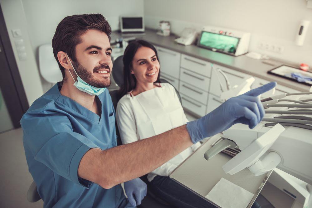 at-the-dentist-C6QHTU8